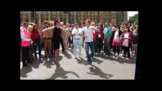 Ансамбль Лезгинка в Лондоне на улице зажигают.)))