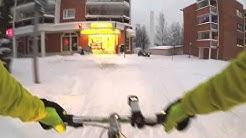 Kuopion liikenteen kuski antaa tietä, hymyilee ja morjestaa.