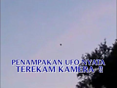 """VIDEO PENAMPAKAN UFO NYATA """"TEREKAM KAMERA SAAT TERBANG ..."""