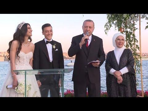 Cumhurbaşkanı Erdoğan, Mesut Özil'in Nikah Şahidi Oldu