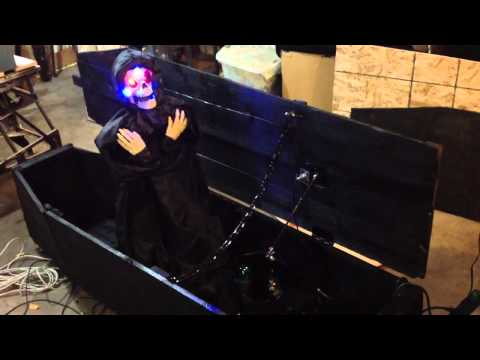 Coffin haunt with motion sensor, step sensor and lunging ghoul
