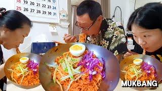 [리얼먹방] 아빠입맛 사로잡는 새콤달콤 비빔면★+수박,…
