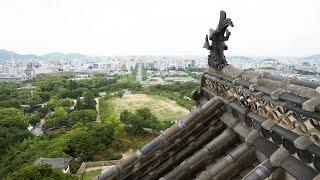 Фото слайд-шоу Замков. Замок Химэдзи (Himeji Castle) в Японии. Вид с крыши(Замок Химэдзи. Вид с крыши. Красивое слайд шоу из фотографий с музыкой. Примеры, образцы видео. Замок белой..., 2014-08-16T19:12:38.000Z)