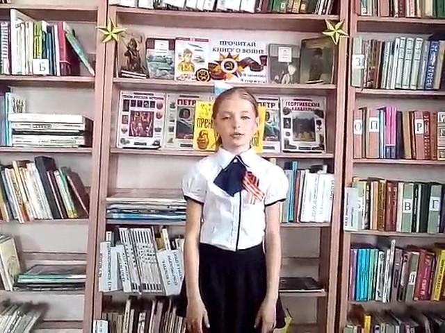Изображение предпросмотра прочтения – АннаАксёнова читает произведение «Ещё тогда нас не было на свете» Г.Н.Владимова