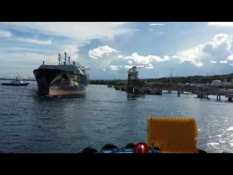 VIDEO UNBERTHING GASLOG SEATTLE - PT Trans Yeong Maritime