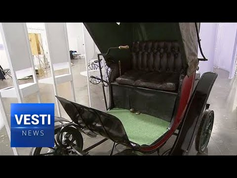 """""""Impossible is Inevitable"""" Exhibition in Moscow Showcases Ancient Electric Cars From Imperial Times"""