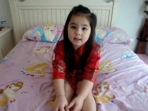 """Jazi- e bé dễ thương nhất Việt Nam hát bài """"Cô gái Trung Hoa"""""""