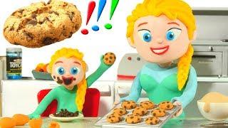 FROZEN ELSA MAKES CHOCOLATE COOKIES ❤ Spiderman, Hulk & Frozen Play Doh Cartoons For Kids