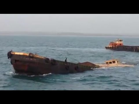 vessel-barge-sinking-due-to-overload-rare-footage