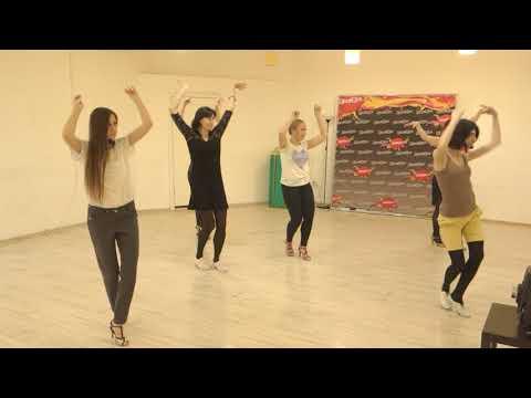 видео: Работа рук в сальсе  - основы женского стиля с Рузанной Джагарян