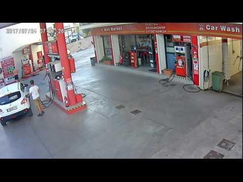 Ατύχημα με γουρούνα σε βενζινάδικο 2