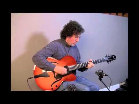 Benedetto Bravo Elite MapleSpruce at Dream Guitars