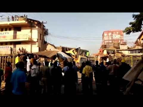 KCCA demolishes makeshift kiosks in Kampala