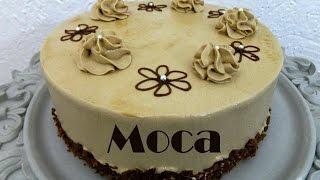 Cómo hacer un pastel de moca paso a paso, desde el bizcocho, jarabe, betún y hasta la decoración. Receta fácil y completa de todo lo que necesitas para ...