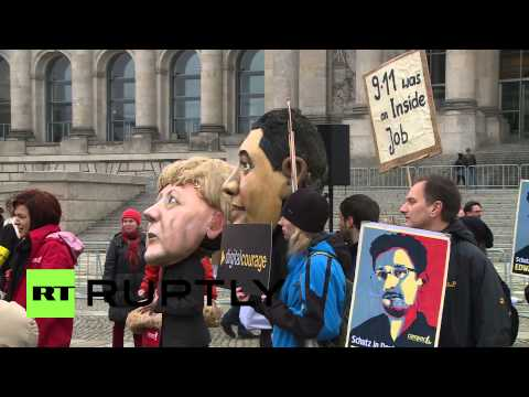 Germany: Snowden supporters mock Merkel as Bundestag holds NSA talks