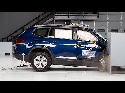 2018 Volkswagen Atlas passenger-side small overlap IIHS crash test