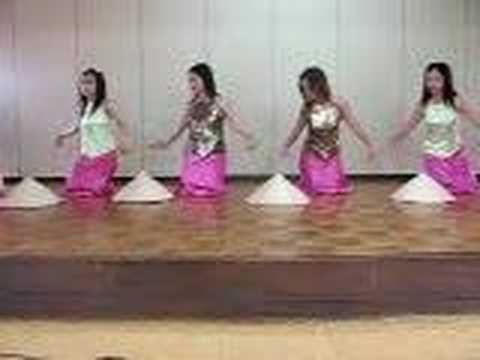Vietnamese Traditional Dance and Costumes 4/5