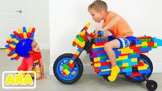 فلاد ونيكيتا ركوب على لعبة رياضة الدراجات النارية