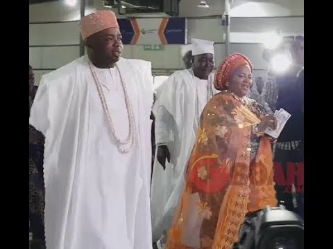 See Oba Elegushi Dancing With His Pretty Royal Mother At His Brother, Oyekan's Wedding