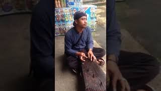 Siter gendhing Javanesa tocando  yen ing tawang ono lintang