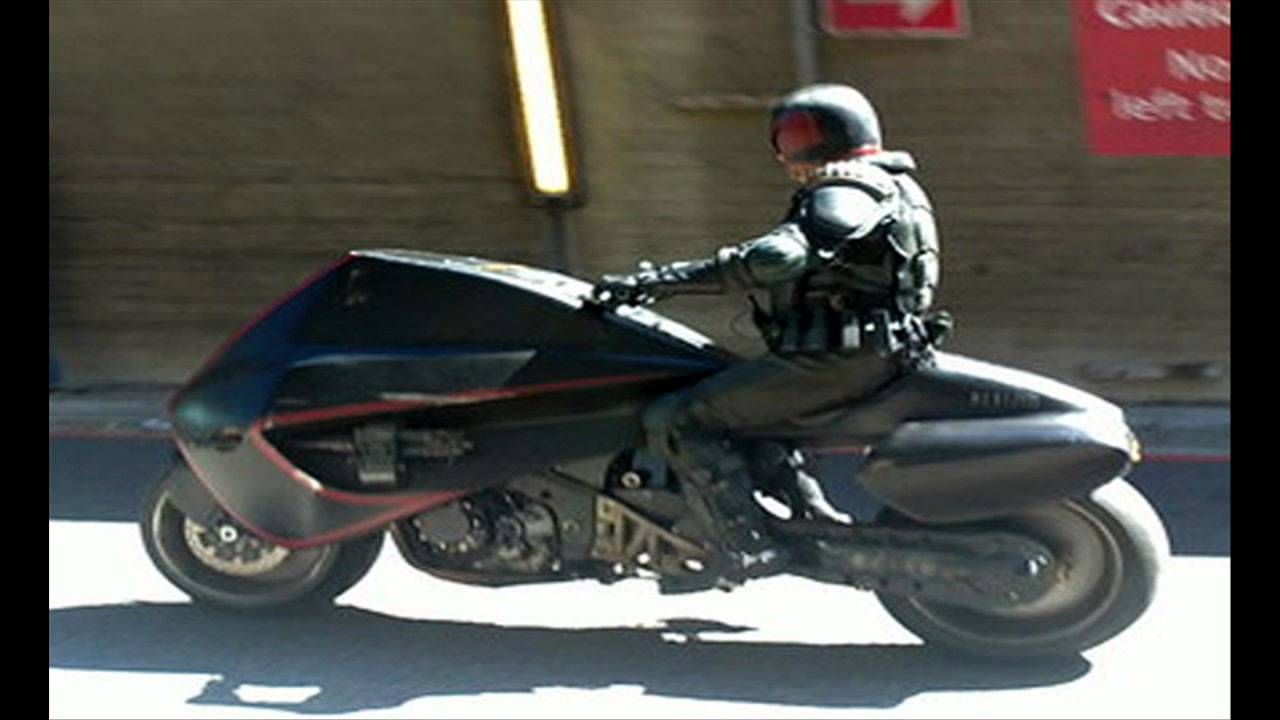Dredd - Motorcycle Chase - YouTube