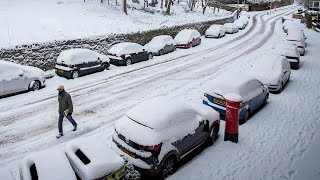 video: UK weather: Elderly warned not to travel for Covid vaccine appointments due to treacherous snow