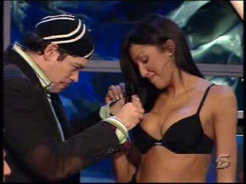 nuria bermudez se desnuda y se queda en tanga thumbnail