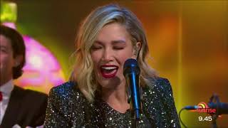 Смотреть клип Delta Goodrem - Rockin Around The Christmas Tree