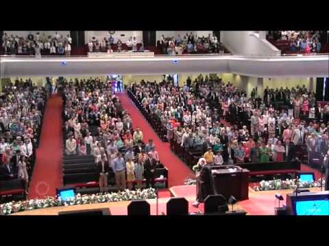 Glad sings The Easter Song live in concert