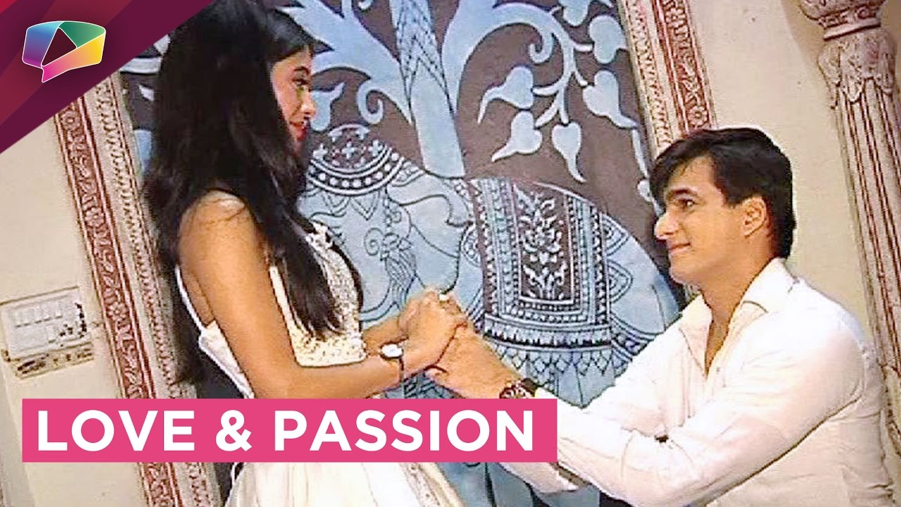 Kartik finally proposes Naira and both of them share a romantic moment
