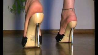Repeat youtube video My bare feet in highheel mules