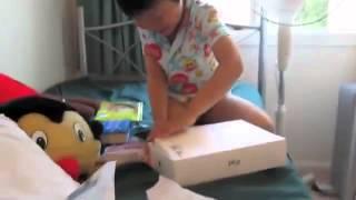 China kind bekommt zu weihnachten eine karotte :D