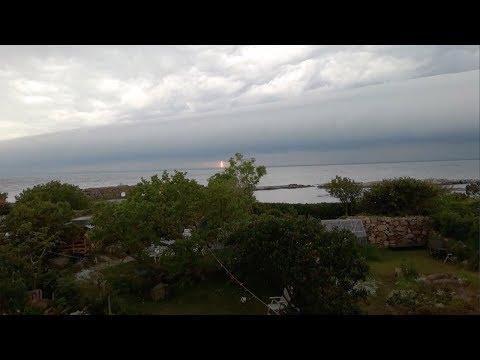 Unha gran nube 'corta' o ceo pola metade en Dinamarca