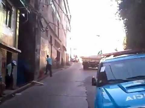 Subindo o Vidigal de moto-táxi. Destino: Arvrão