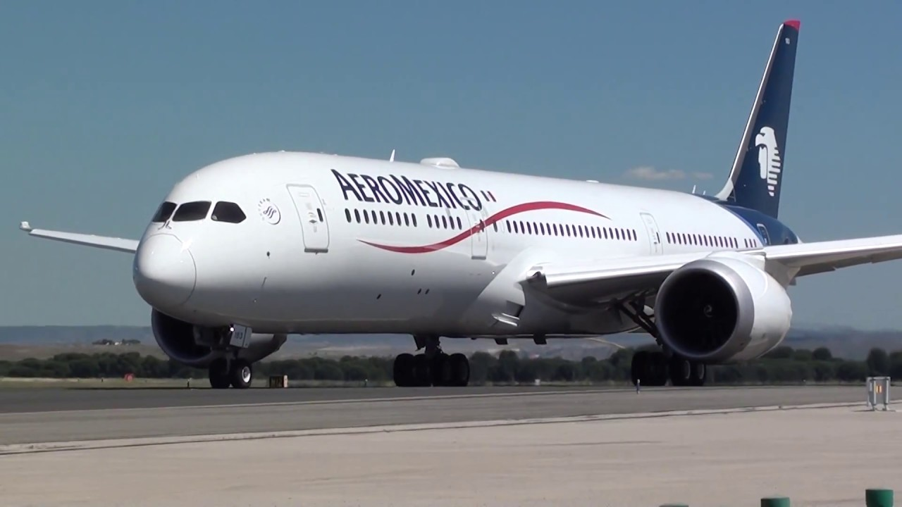 Aeromexico Boeing 787900 Dreamliner N183AM Taxing Madrid