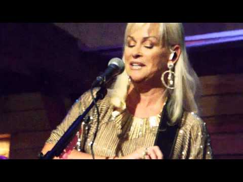 Lorrie Morgan - A Picture of Me(Without You) (Live From The Woodlands)