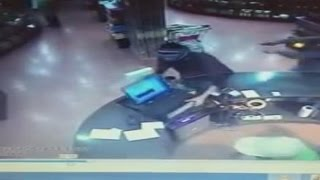 بالفيديو.. عصابة تسطو على محل تجاري في السعودية