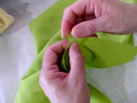 خياطة  طريقة عمل مخدة وسادة مزركشة للعروسة ١من٣ thumbnail