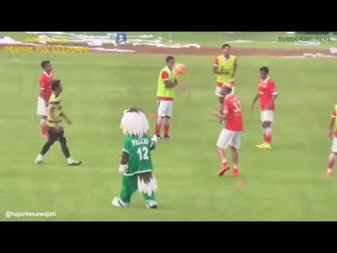 (HD) Re-Upluad Aksi Falcao (Maskot Pss Sleman) Bercanda Dengan Bambang Pamungkas Kocak&Lucu