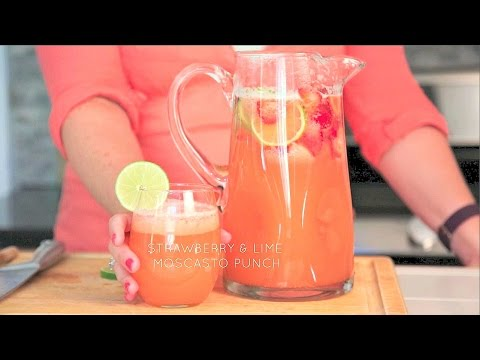 Make Strawberry and Lime Moscato Punch // Real Housemoms Snapshots