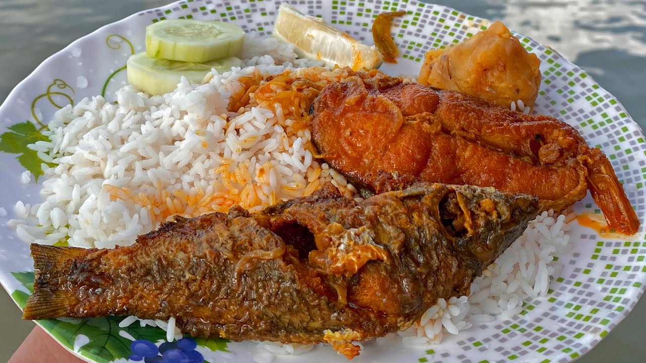 Eating Lunch(Rice & Fish Curry) With Friends at Jadukata River, Tanguar Haor, Sunamganj