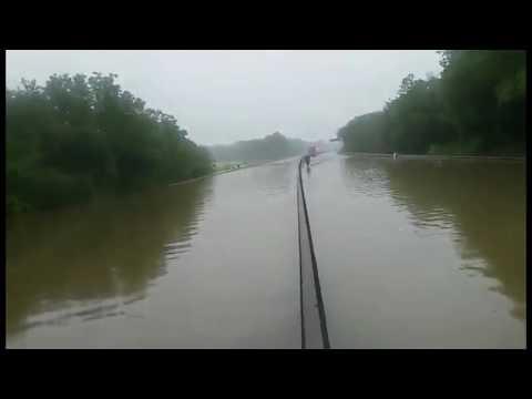 Inondation impressionnante de l'autoroute A10 à hauteur d'Orléans
