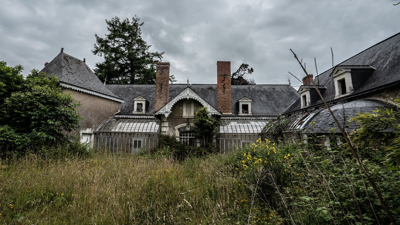 STUCK IN THE PAST | Mystical Abandoned 18th Century French MANSION