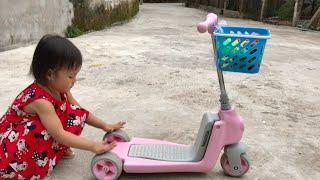Bé Đi Xe Trượt Scooter Nhặt Hoa Quả. Trò Chơi Cho Bé. #LittleHàPhươngAndToys