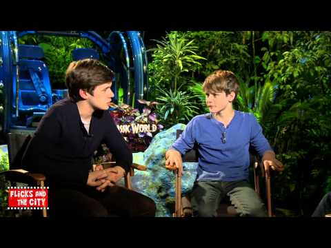 Jurassic World Interview - Nick Robinson & Ty Simpkins