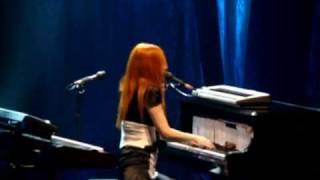 Tori Amos Live In Paris - Josephine (Version 1)