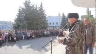 Жители Первомайска обвинили сепаратистов в том, что они прикрываются мирными жителями(Сепаратист возмущён этим обвинением и говорит, что если надо они будут стоять в каждом доме и в каждой кварт..., 2014-09-30T19:20:02.000Z)