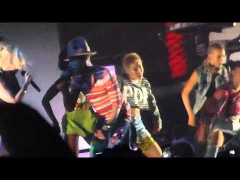 Pharrell Williams - Hollaback Girl (w/ Gwen Stefani) (Coachella Festival, Indio CA 4/12/14)