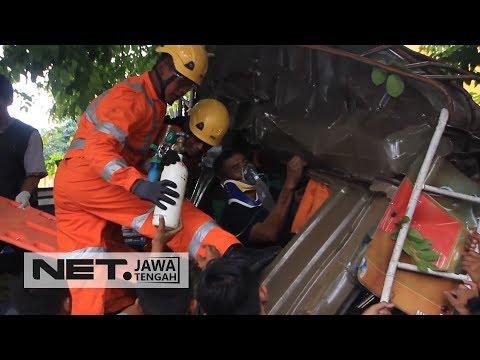 Ngeri! Terjepit selama 1 Jam, Akhirnya Sopir Truk Ini Berhasil Dievakuasi - NET JATENG Mp3