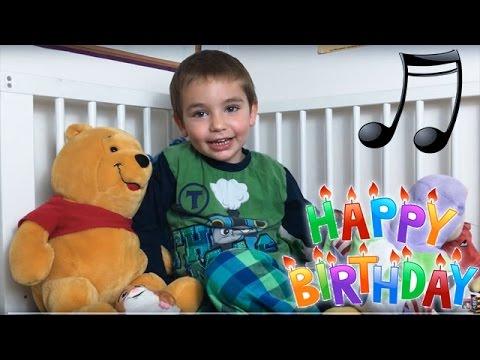 Swan 3 ans chante la chanson Happy Birthday !